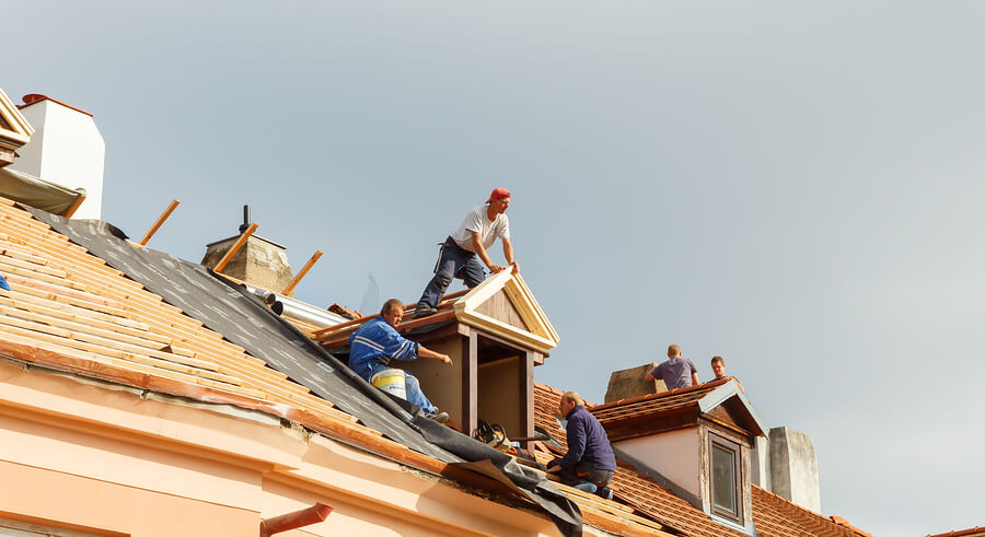 Roofing plymouth experts at working
